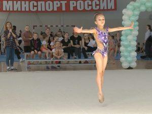 Около 150 юных смоленских гимнасток показывают мастерство на городском чемпионате