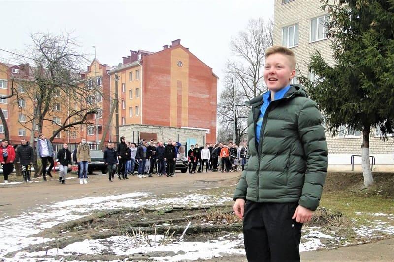 Российская биатлонистка Амина Иванова провела зарядку для студентов