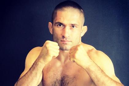 Боец MMA потерял палец во время поединка