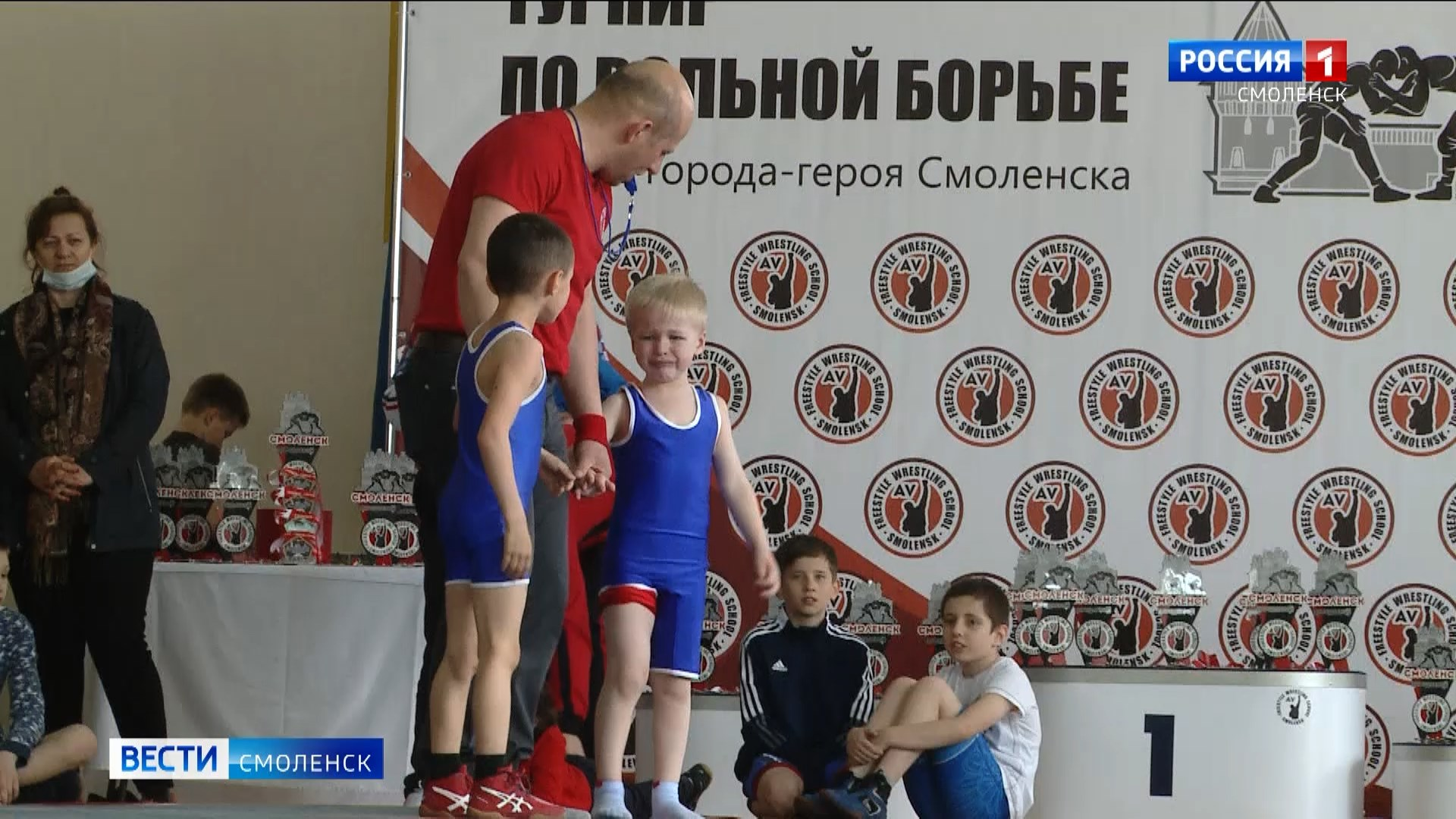 В честь города-героя Смоленска впервые провели детский турнир по вольной борьбе