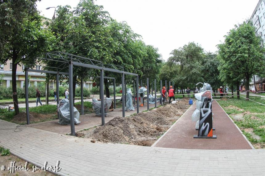 В Смоленске установили навес над открытой спортплощадкой