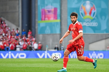 Футболист сборной России захотел повышения зарплаты