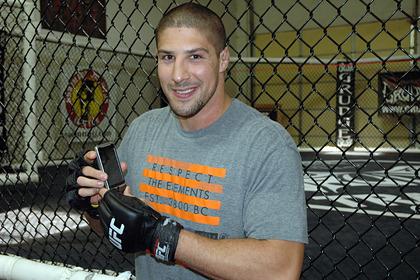 Бывший боец UFC спас попавших в аварию детей
