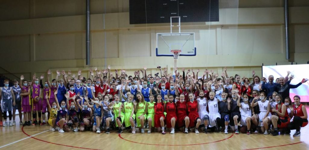 В Смоленске стартовал турнир по баскетболу